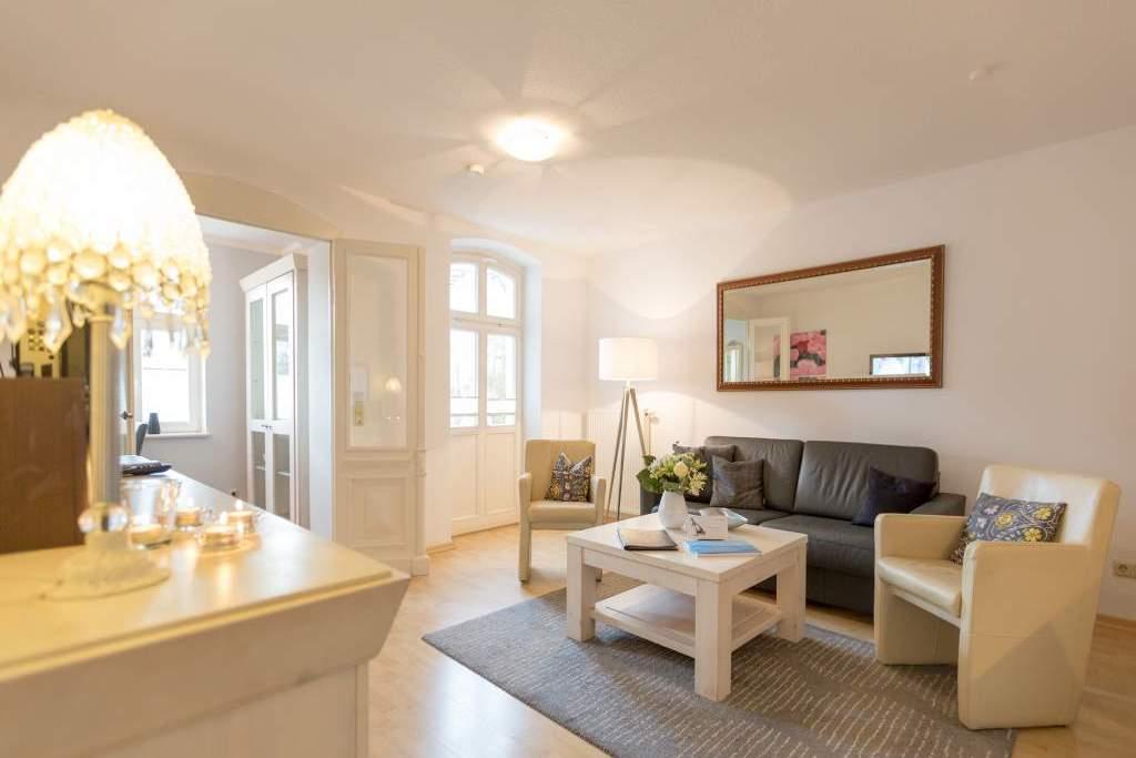 haus auf dem h gel die klassische 02 ferienwohnung in heringsdorf seebad usedomtravel. Black Bedroom Furniture Sets. Home Design Ideas